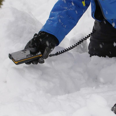 searching with the bca tracker3 avalanche beacon